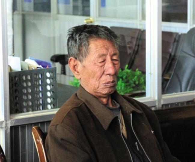阜康(国际)健康体检中心赞助索多、昂玛两位老人赴内地