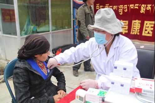 西藏阜康医疗股份有限公司组织开展送医送药义诊活动
