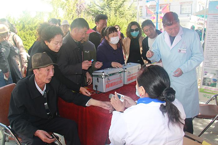 西藏阜康医院开展健康扶贫义诊活动