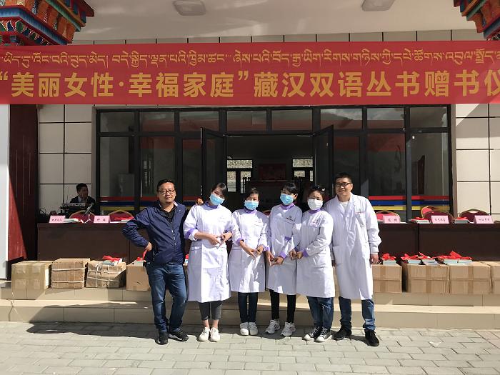 西藏阜康药店联合党支部——巾帼志愿服务分队赴我区首个高海拔异地安置点开展义诊活动